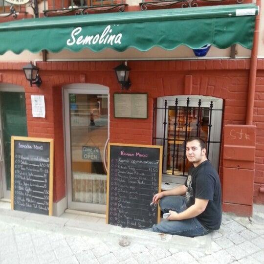 11/18/2012 tarihinde Özlem Y.ziyaretçi tarafından Semolina Kafe & Restoran'de çekilen fotoğraf
