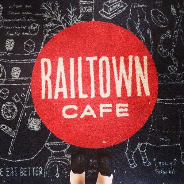 รูปภาพถ่ายที่ Railtown Cafe โดย Cassandra C. เมื่อ 5/3/2013