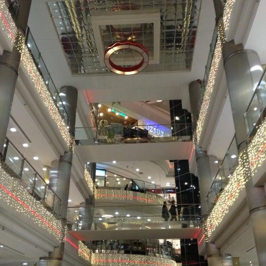 Foto scattata a ACity Premium Outlet da Oğuzhan O. il 11/18/2012