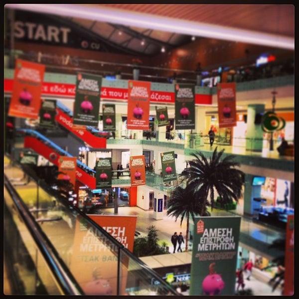 รูปภาพถ่ายที่ Athens Metro Mall โดย Panos K. เมื่อ 3/27/2013