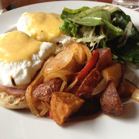 Das Foto wurde bei Opal Bar & Restaurant von Esther C. am 11/18/2012 aufgenommen