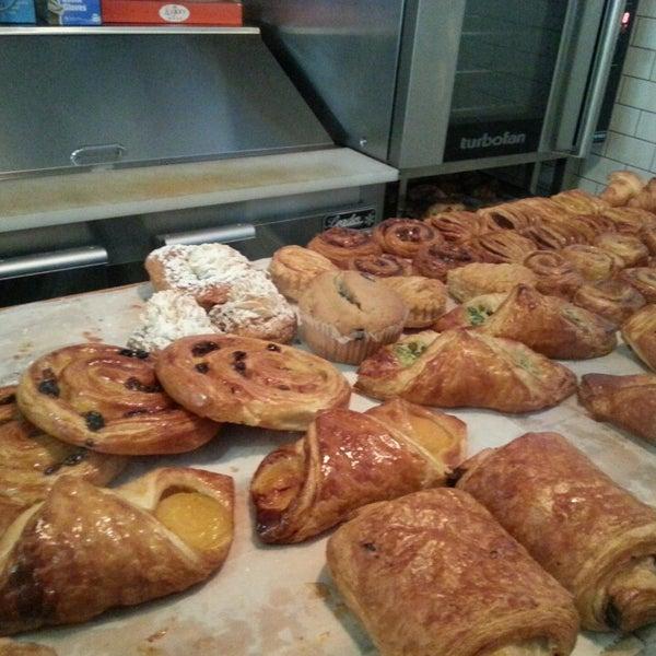 รูปภาพถ่ายที่ Croissanteria โดย Kanwaa S. เมื่อ 5/27/2013