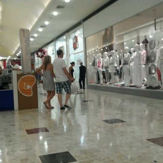 Das Foto wurde bei Grand Plaza Shopping von Mateus A. am 12/29/2012 aufgenommen