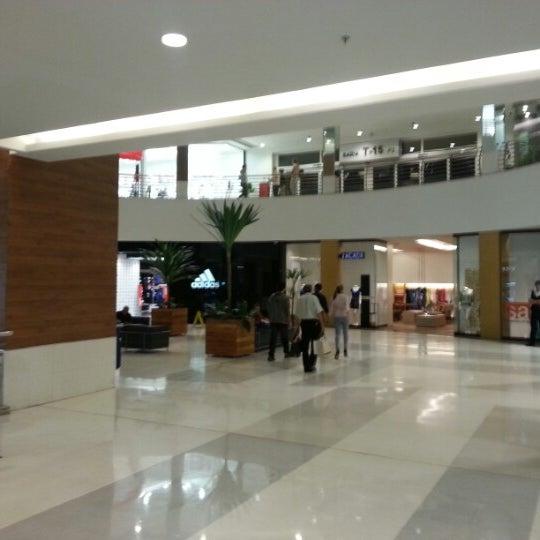 2/6/2013 tarihinde Gilberto T.ziyaretçi tarafından Goiânia Shopping'de çekilen fotoğraf