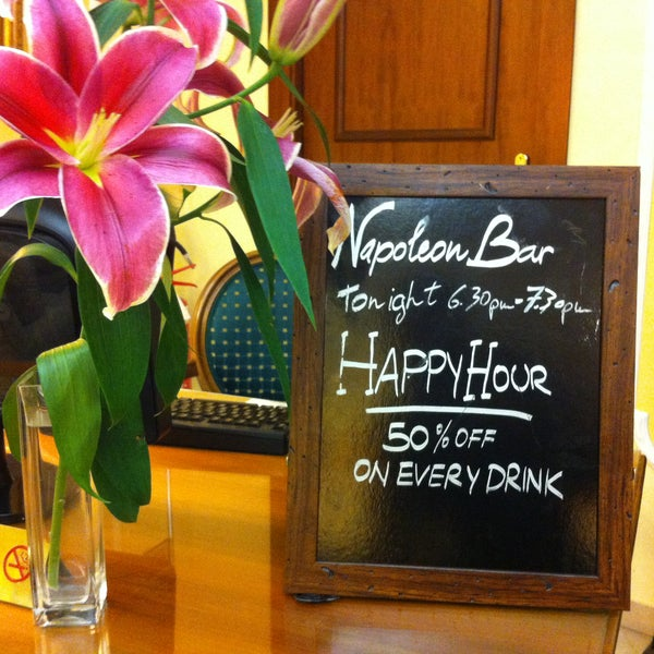 Did you know that every evening, from 6.30 to 7.30, in the Bar of the Hotel Napoleon you will have 50% off on every drink?