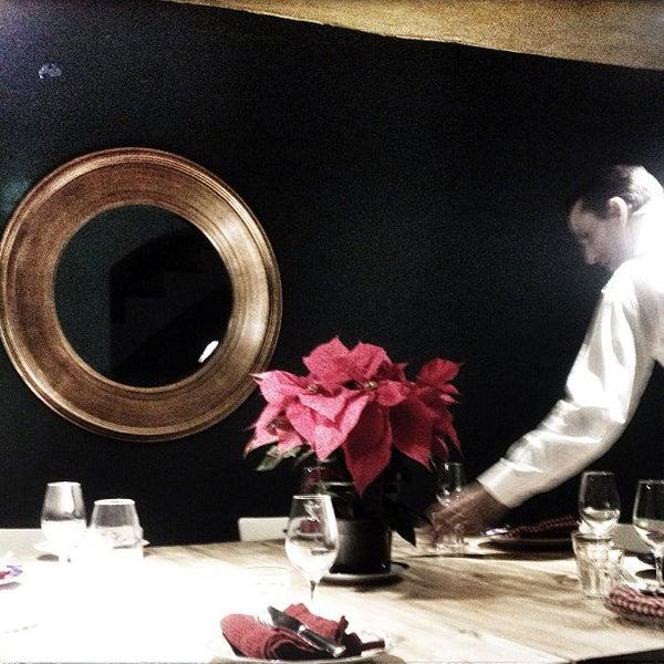 Foto tomada en La Biblioteca Gourmande por Guillem O. el 12/21/2012
