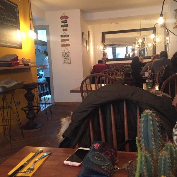 1/14/2016 tarihinde Gizem A.ziyaretçi tarafından MEG Cafe'de çekilen fotoğraf