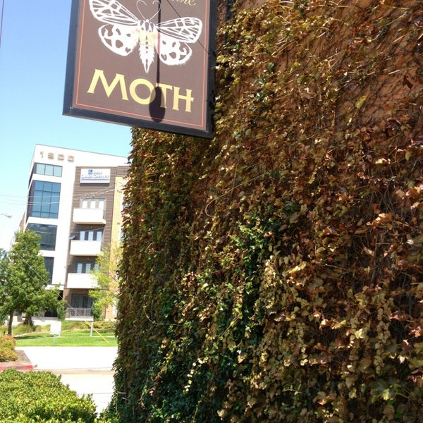 Photo taken at Meddlesome Moth by Azalea M. on 8/11/2013