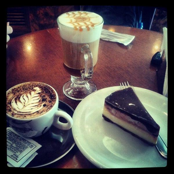 รูปภาพถ่ายที่ Exprèx Caffè โดย Wesley S. เมื่อ 3/1/2013