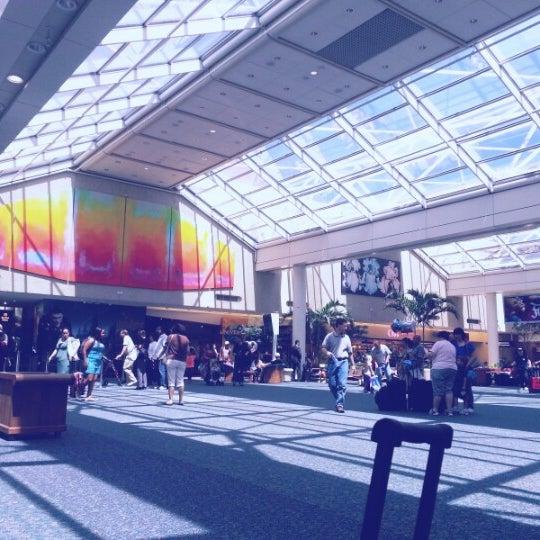 Foto tirada no(a) Aeroporto Internacional de Orlando (MCO) por Agoenk K. em 5/26/2013