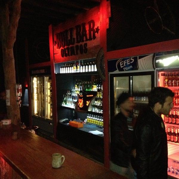 Foto scattata a Bull Bar da Ersoy Y. il 4/22/2013