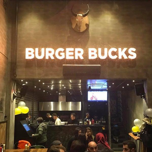 Foto scattata a Burger Bucks da Burger Bucks il 4/9/2017