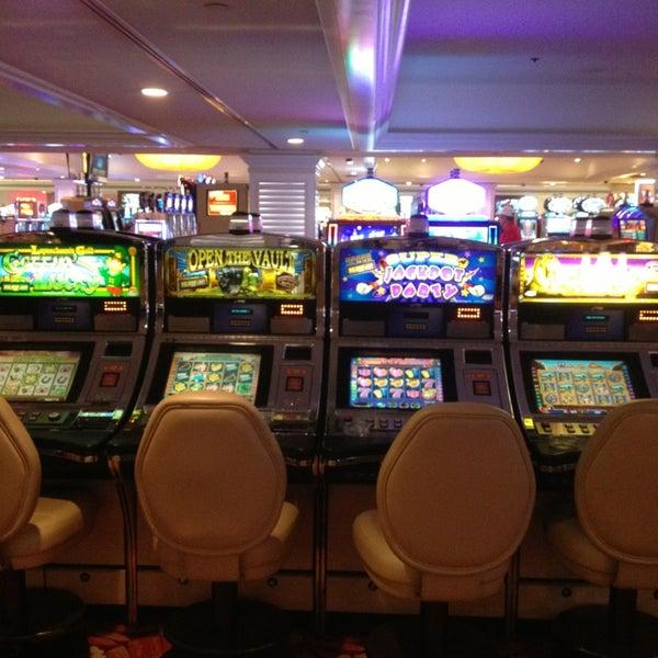 Снимок сделан в Tropicana Las Vegas пользователем Yad .. 4/1/2013