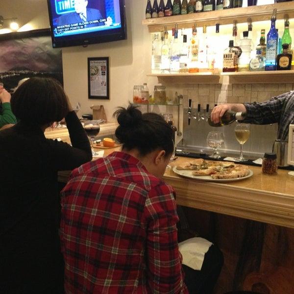 Foto scattata a Menomalé Pizza Napoletana da jeff t. il 3/9/2013
