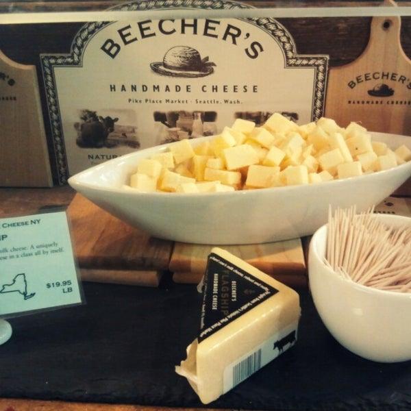 3/31/2013에 Denis A.님이 Beecher's Handmade Cheese에서 찍은 사진