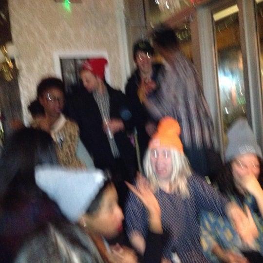 12/22/2012 tarihinde Sara B.ziyaretçi tarafından Shervin's Cafe'de çekilen fotoğraf