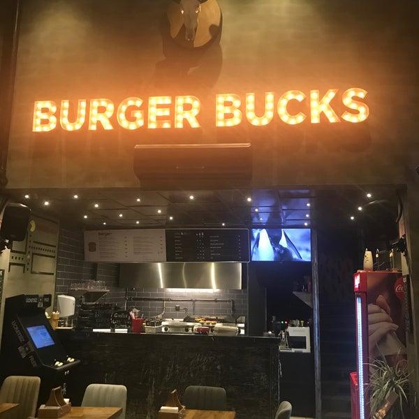 Foto scattata a Burger Bucks da Fuat il 10/17/2017