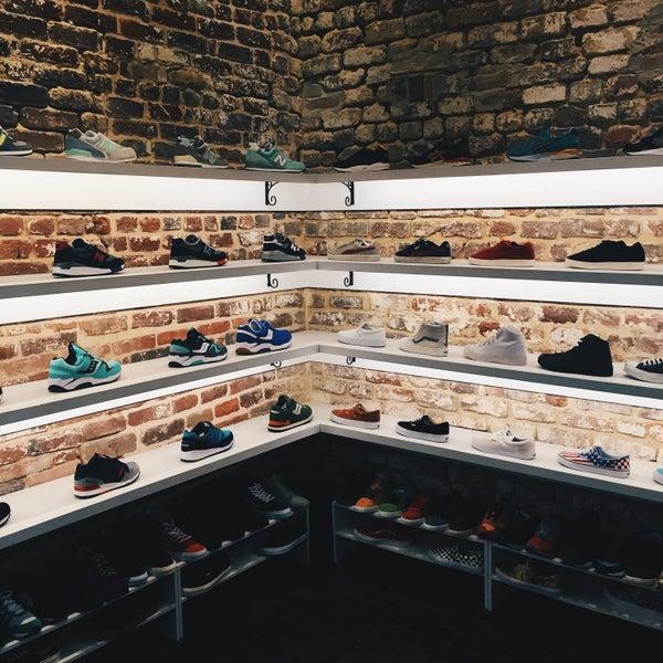 Самый стильный магазин кроссовок, который я видела! Выбор - не самый(