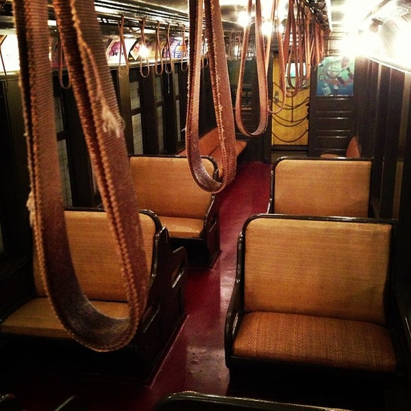 5/5/2013 tarihinde Andrew M.ziyaretçi tarafından New York Transit Museum'de çekilen fotoğraf