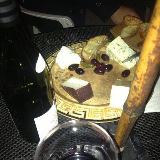 Photo prise au Bacchanal Wine par Grace S. le11/25/2012