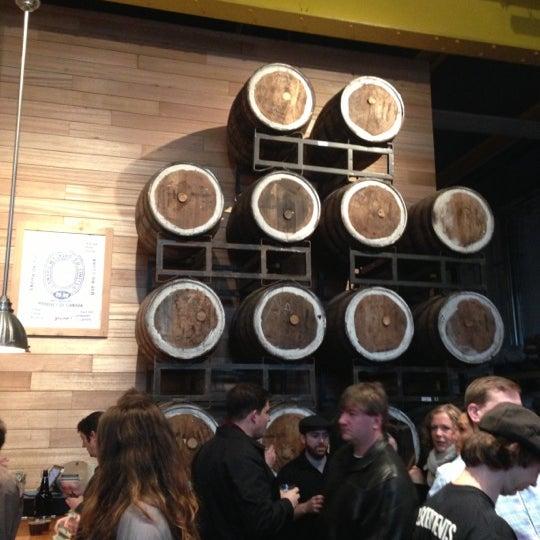 Foto tirada no(a) SingleCut Beersmiths por Paul em 12/8/2012