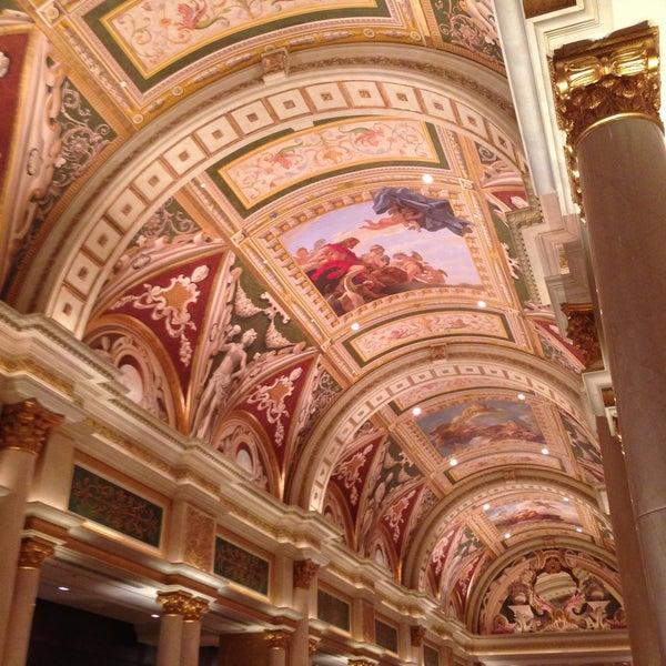 Foto tirada no(a) Venetian Resort & Casino por Hannah N. em 5/9/2013