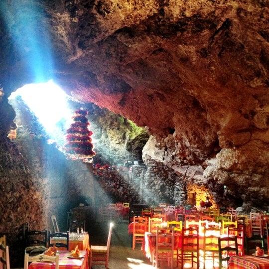 Foto tomada en La Gruta Restaurant por La Gruta T. el 12/17/2012