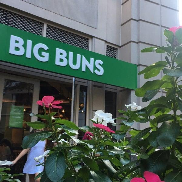 Foto diambil di Big Buns oleh Ghada👑 pada 9/17/2017