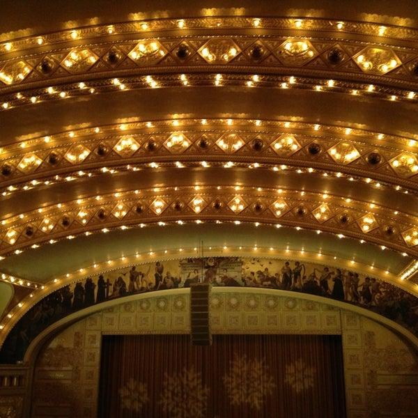 12/24/2012 tarihinde Jay Y.ziyaretçi tarafından Auditorium Theatre'de çekilen fotoğraf
