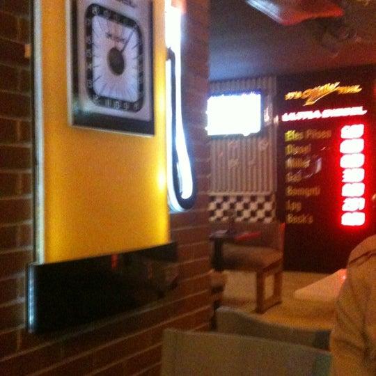 Foto diambil di Diesel Pub oleh Halis K. pada 12/14/2012