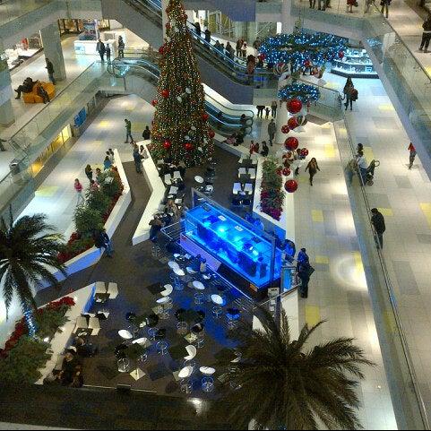 รูปภาพถ่ายที่ Athens Metro Mall โดย Jenny L. เมื่อ 12/2/2012