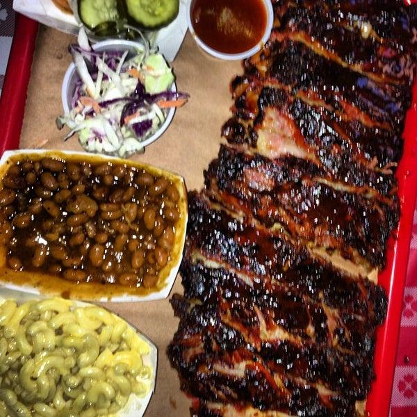 รูปภาพถ่ายที่ Mable's Smokehouse & Banquet Hall โดย Frank L. เมื่อ 4/20/2013