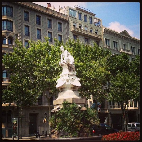 Foto tirada no(a) El Palace Hotel Barcelona por Ivan L. em 7/21/2013