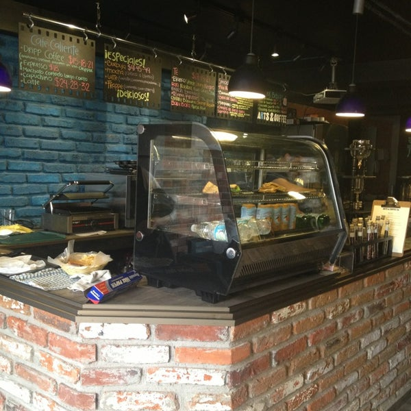 Foto diambil di Arts & Coffee Co. oleh Priscilla g. pada 1/15/2013