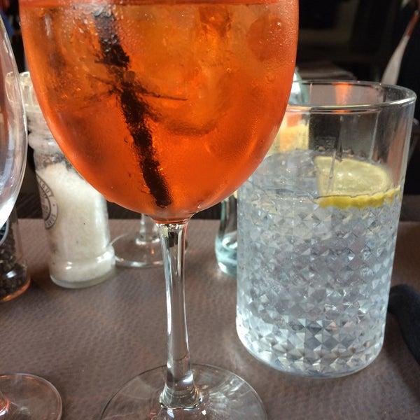 Photo prise au Noa Resto-Lounge-Bar par Kim V. le7/15/2016
