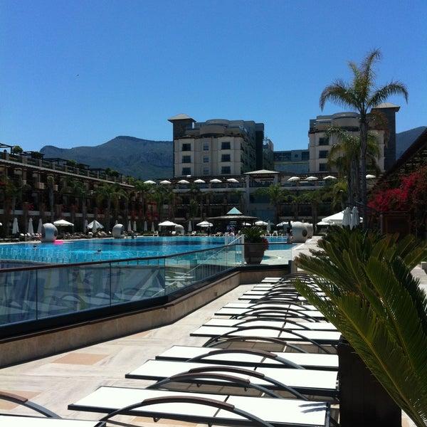 รูปภาพถ่ายที่ Cratos Premium Hotel & Casino โดย Sabri K. เมื่อ 4/25/2013