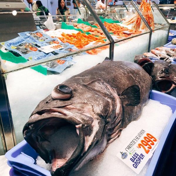 Foto scattata a Peter's Fish Market da Stephenie T. il 9/19/2019