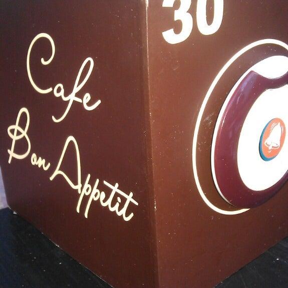 รูปภาพถ่ายที่ Café Bon Apрétit โดย Dmitriy S. เมื่อ 7/2/2013