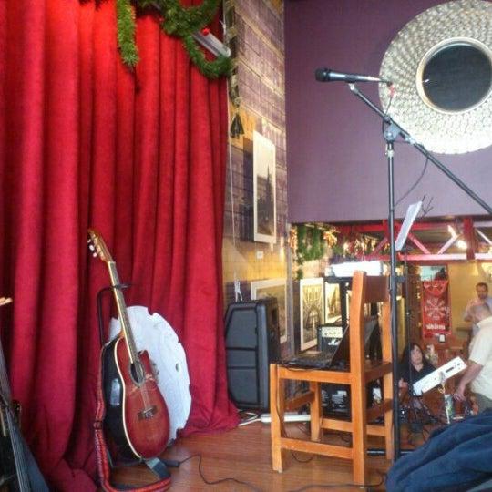 Das Foto wurde bei Viking - Arte Café Punto Zero von Víctor T. am 12/8/2012 aufgenommen
