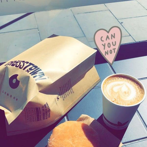 Das Foto wurde bei Crosstown Doughnuts & Coffee von Am ♏️ . am 4/5/2018 aufgenommen