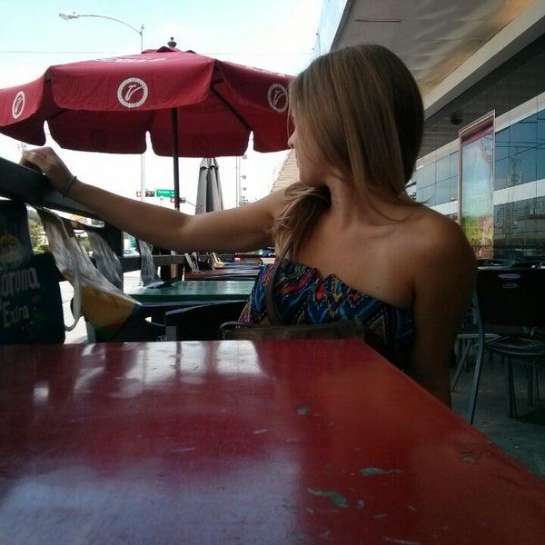 รูปภาพถ่ายที่ El Real Tex-Mex Cafe โดย mark m. เมื่อ 9/1/2013