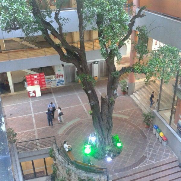 Снимок сделан в Universidad Autónoma de Asunción пользователем Livaesken 3/8/2013
