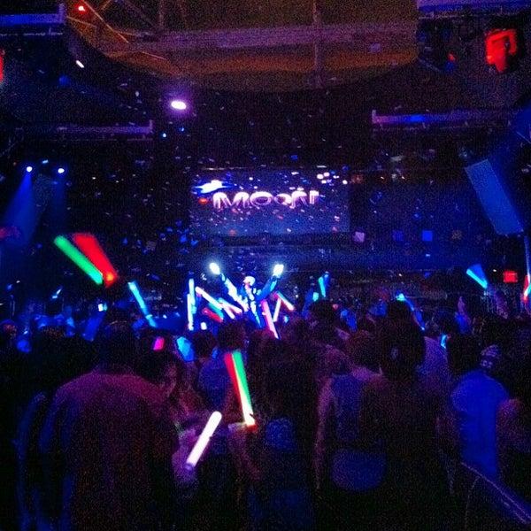 Photo prise au Moon Nightclub par Luis R. le7/20/2013