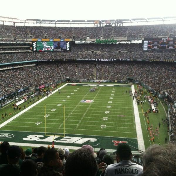 รูปภาพถ่ายที่ MetLife Stadium โดย Zach L. เมื่อ 10/13/2013