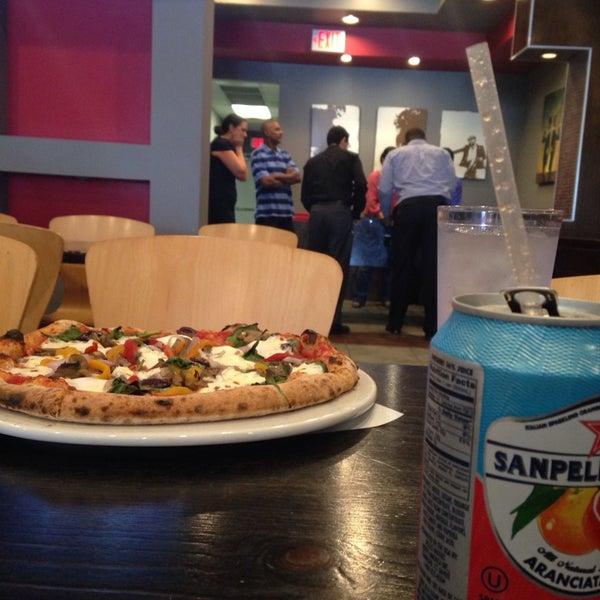 Снимок сделан в Pizza CS пользователем Valerie H. 8/7/2014