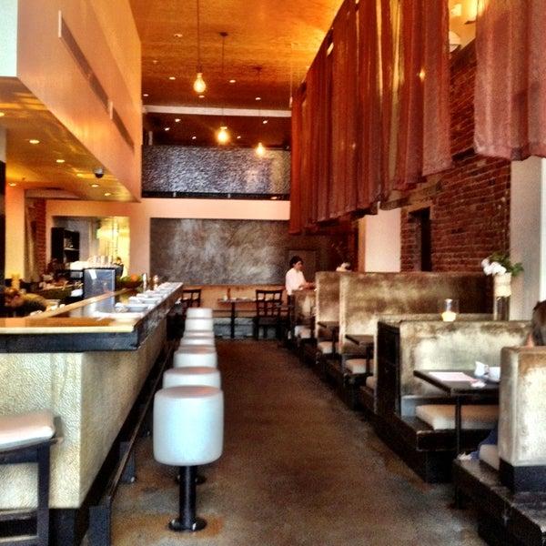 รูปภาพถ่ายที่ Oola Restaurant & Bar โดย Justin S. เมื่อ 1/27/2013