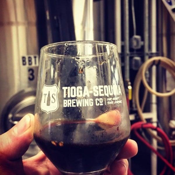 12/14/2016 tarihinde Michael C.ziyaretçi tarafından Tioga-Sequoia Brewing Company'de çekilen fotoğraf