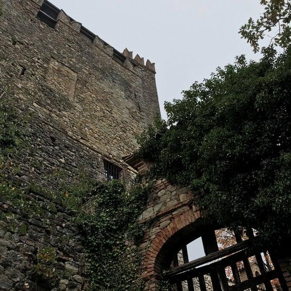 Das Foto wurde bei Castello di Zavattarello von Tim P. am 11/4/2017 aufgenommen