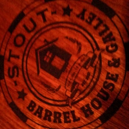 Foto diambil di Stout Barrel House and Galley oleh Nick B. pada 11/10/2012