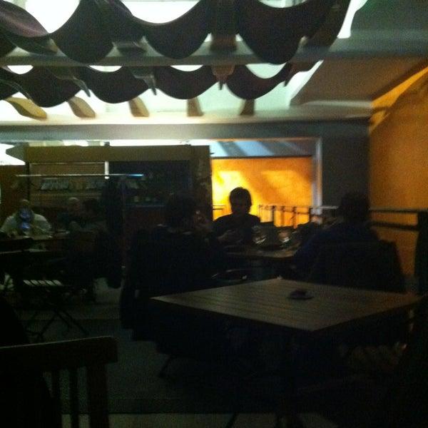 2/1/2013 tarihinde Alfredo U.ziyaretçi tarafından Il Maglio Rock House Restaurant'de çekilen fotoğraf